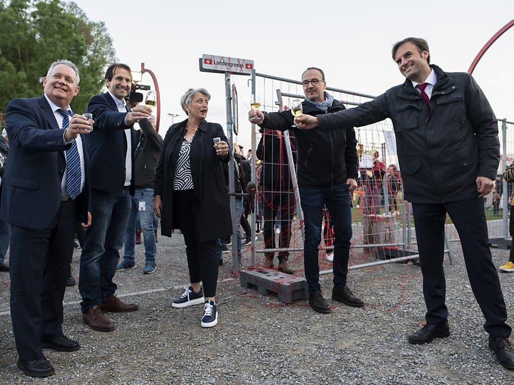 Freude bei der lokalen Politikprominenz über den Wegfall des doppelten Grenzzaunes, der wegen der Coronavirus-Ausbreitung zwischen Kreuzlingen und Konstanz eingerichtet worden war.