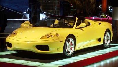 Ein Ferrari 360 Spider mit Baujahr um die Jahrtausendwende. (Bild: Carlos Osorio/AP/Keystone (Detroit, 9. Januar 2001))