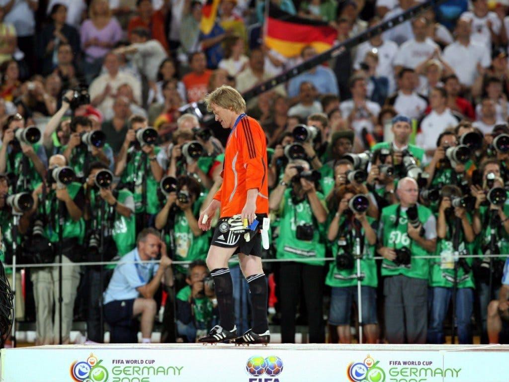 Oliver Kahn bestritt im Spiel um Platz 3 sein letztes Länderspiel für Deutschland. Nach dem 3:1-Sieg gegen Portugal verkündete der langjährige Bayern-Keeper seinen Rücktritt aus der Nationalmannschaft