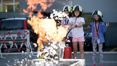 Der Ferienpass war im vergangenen Jahr bei der Stansstader Feuerwehr. (Bild: Corinne Glanzmann (Stansstad, 14. August 2019))