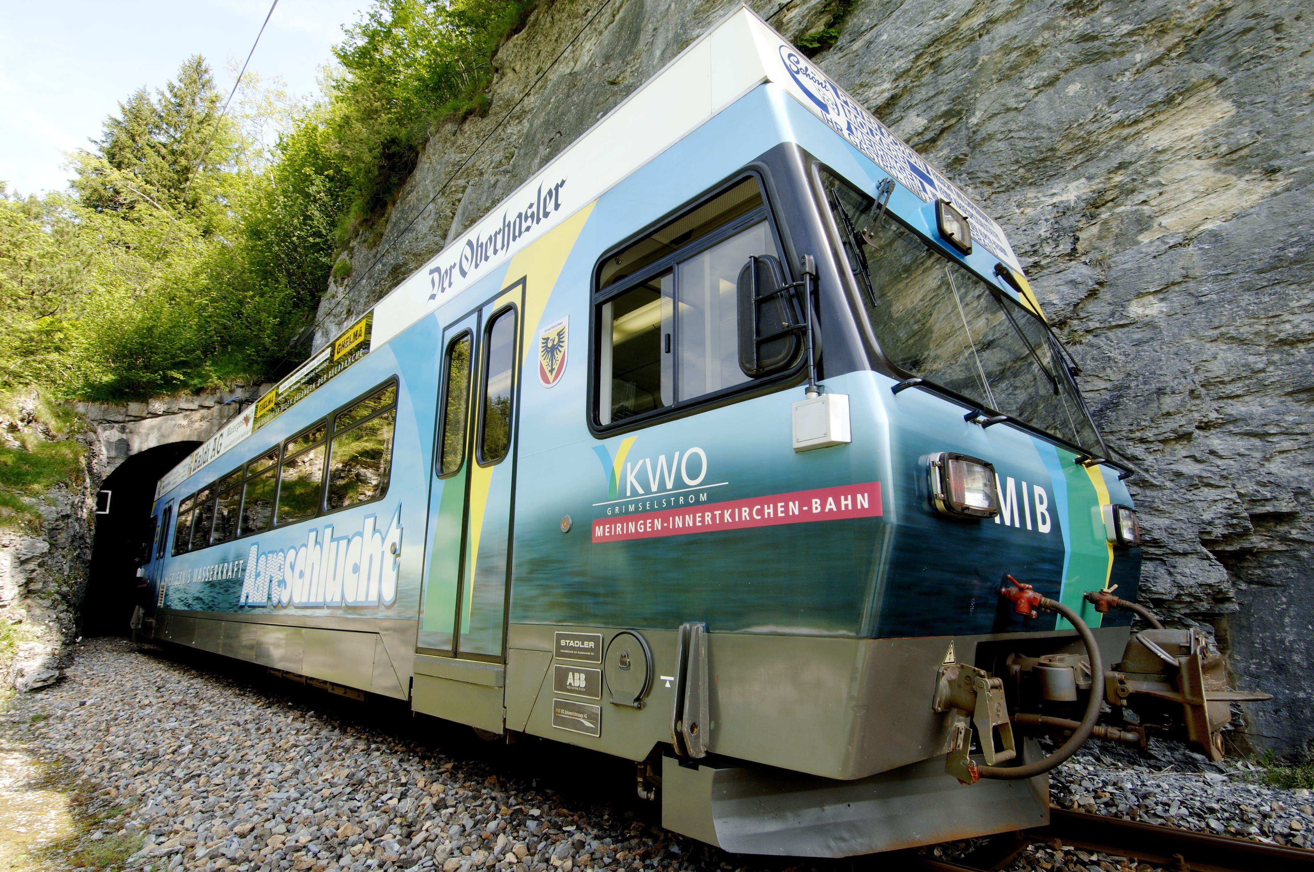 Top: Die KWO als Betreiberin der Meiringen-Innertkirchen-Bahn steht im Test des Bundes auf dem Platz 1.