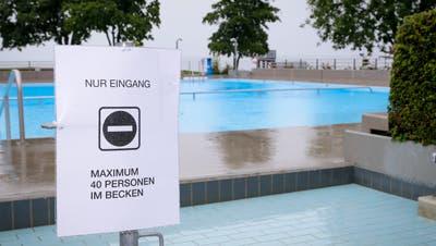 Nur 40 Gäste dürfen ab Montag gleichzeitig ins Bassin der Goldacher Badi Seegarten. (Bild: Rudolf Hirtl (Goldach, 4. Juni 2020))
