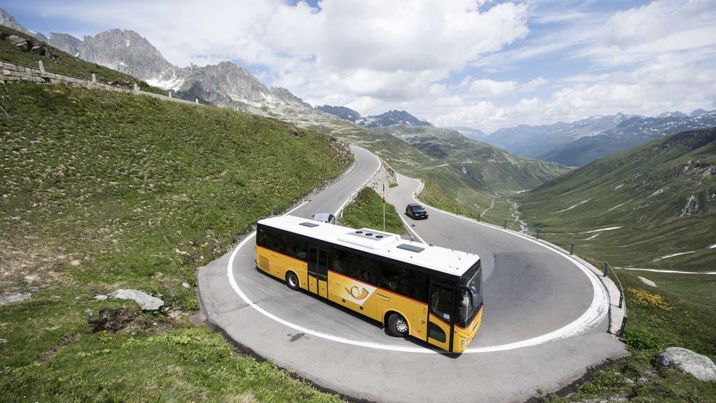 Die neue Art zu Reisen? Dieser Pilot durchquerte die Schweiz nur mit Postautos
