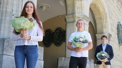 Annine Sutter, Sandro Schleich und Ferdinand Jäger erhalten für ihre Maturaarbeiten eine Auszeichnung. (Bild: PD)