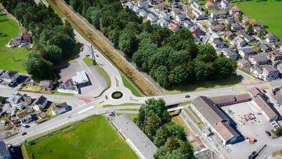 Der im Zusammenhang mit der neuen West-Ost-Verbindung geplante neue Kreisel bei der Schächenbrücke verfügt über drei Anschlüsse. (Visualisierung: PD)