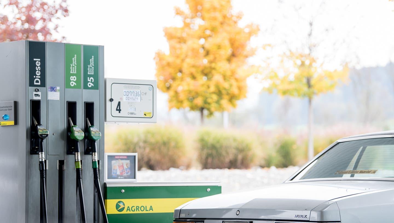 Eine Agrola-Tankstelle in Arbon war Ziel eines Raubüberfalls. ((Bild: Nadia Schärli / Luzerner Zeitung - 3.11.2018))