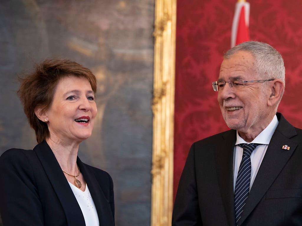 Bundespräsidentin Simonetta Sommaruga und der österreichische Bundespräsident Alexander Van der Bellen wollen zusammen mit ihrem deutschen Amtskollegen, Frank-Walter Steinmeier, beim Klima- und Naturschutz vorwärts machen.
