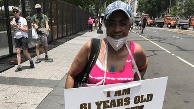 Edythe Ford reiste aus Detroit an, um am Samstag in der amerikanischen Hauptstadt zu demonstrieren. (Renzo Ruf)