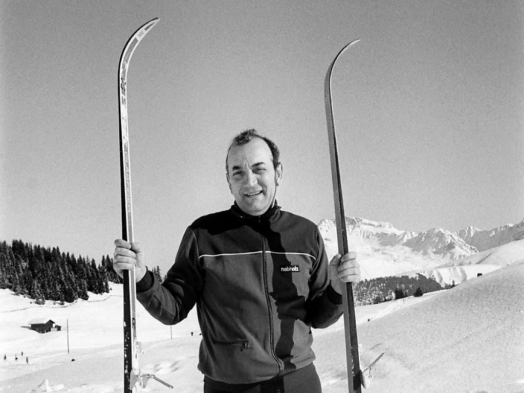 Der Schach-Grossmeister Viktor Kortschnoi mit Langlaufskiern in der Schweiz, um 1978. Kortschnoi emigrierte 1976 von der UdSSR in die Schweiz. Dort erhielt er 1991 im aargauischen Wohlen das Schweizer Bürgerrecht
