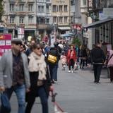 Nach dem Lockdown zieht es wieder mehr Menschen ins Stadtzentrum zum Einkaufen. (Bild: Benjamin Manser (16. Mai 2020))