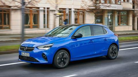 Optisch ist der Opel Corsa e kaum von den Varianten mit Verbrennungsmotor zu unterscheiden. (Bild: HO)