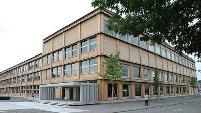 Etwa jeder neunte Schulabgänger im Wahlkreis Wil wechselt an eine weiterführende Schule, wie zum Beispiel die Kantonsschule. (Bild: Nana do Carmo)