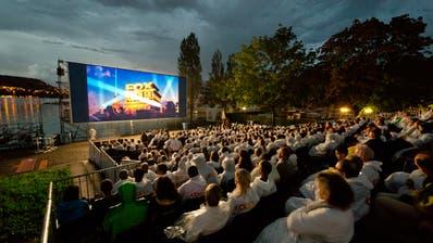 Impression vom Open Air Kino bei der Kantonsschule Alpenquai in Luzern. (Bild: Dominik Wunderli (8. August 2014))