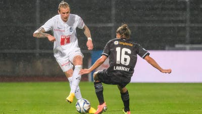 Der Luzerner Marvin Schulz (links) und Luganos Numa Lavanchy treffen am Sonntag in der Swisspor-Arena aufeinander wie hier im Bild zuletzt am 24. Juni 2020 im Cornaredo. (Bild: Martin Meienberger/Freshfocus)