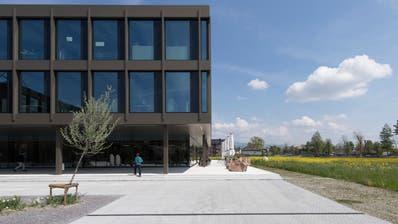 Hochschulstandort Rapperswil: Das Rektorat der Ost befindet sich am Zürichsee. (Bild: Gian Ehrenzeller / KEYSTONE)