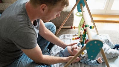 Darum geht es beim Vaterschaftsurlaub: ZehnFragen und Antworten zur Abstimmung