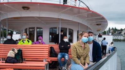 Die Maske ist auchauf dem Schiff obligatorisch, wie hier auf dem Vierwaldstättersee. (LZ/Boris Bürgisser (Luzern, 6. Juli 2020))
