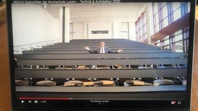 Viktor Sigrist, Leiter desdes Departements Technik & Architektur führte durch die Online-Diplomfeier. (Bild: PD)
