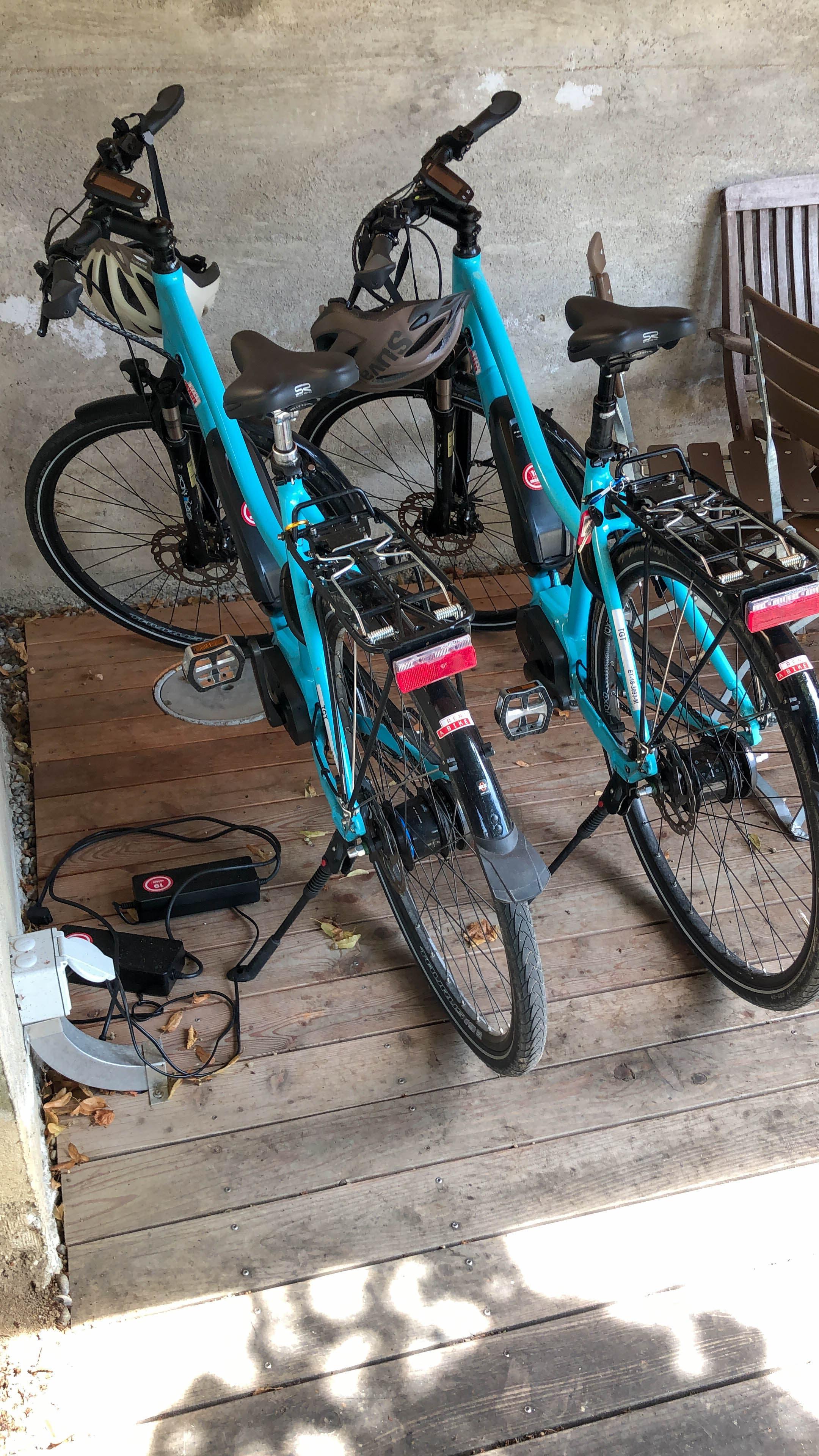 Den Übernachtungsgästen stehen zwei E-Bikes zur Verfügung.