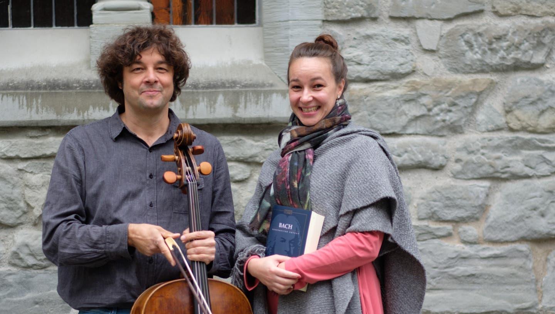 Sopranistin Miriam Feuersinger und Cellist Thomas Platzgummer organisieren und spielen mit ihrem Ensemble die Bach-Kantate «Ich hatte viel Bekümmernis» in Vorarlberg. (Bild: Franz Satler)