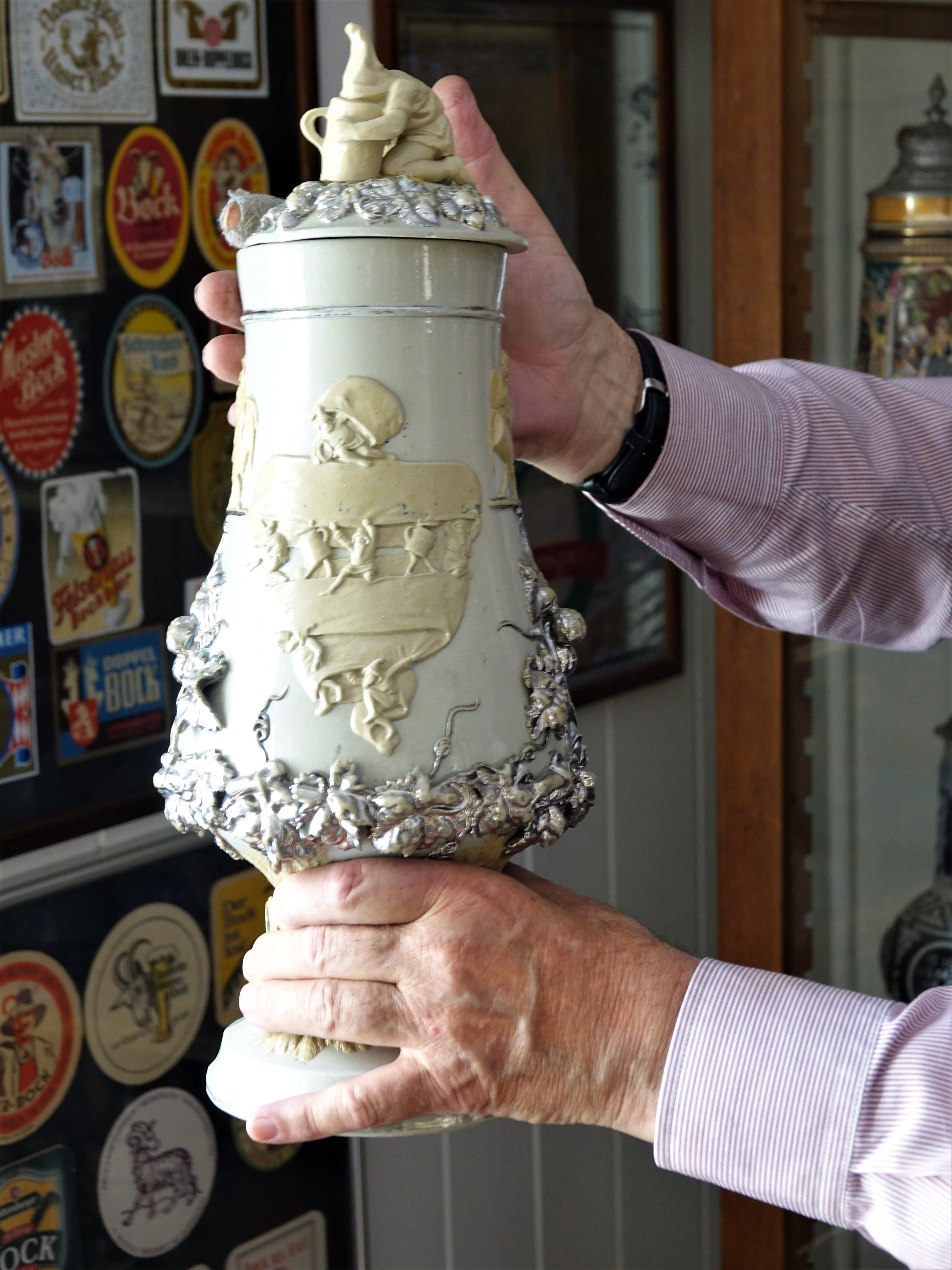 Ein besonders schönes Exemplar eines Bierkruges mit Deckel.