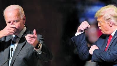 Joe Biden, 77, hat noch nicht entschieden, ob er vor Ort am Demokratischen Parteitag teilnehmen wird. Donald Trump, 74, hingegen will sich von der Coronaepidemie nicht die Stimmung verderben lassen. Einen entscheidenden Fehler hat er aber bereits begangen. (Ap Photo)