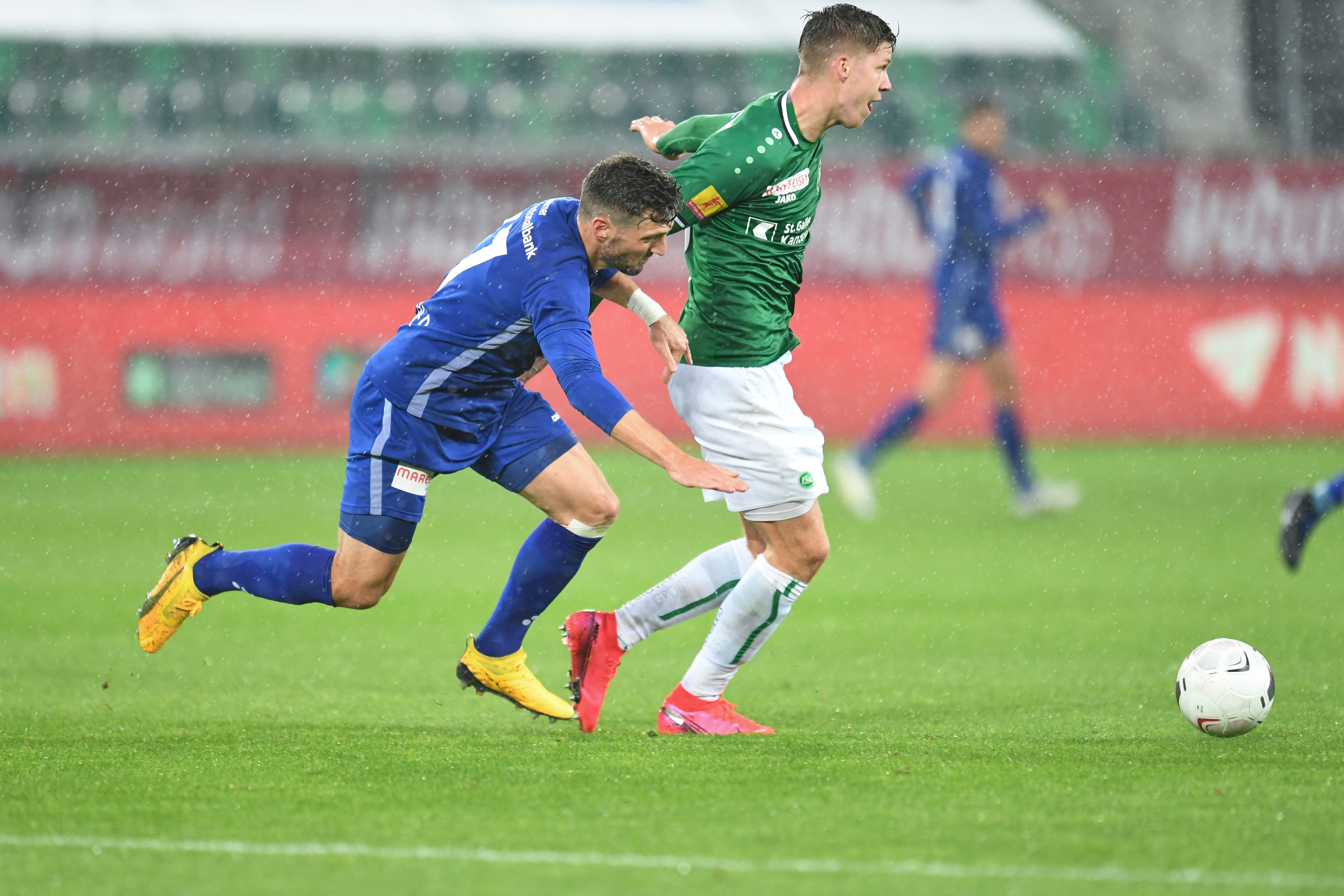 Cedric Itten FC St. Gallen gegen Simon Grether FC Luzern.
