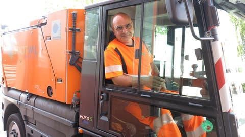 Claudio Straci ist täglich circa 20 Kilometer mit seine Gefährt unterwegs. (Janine Bollhalder)