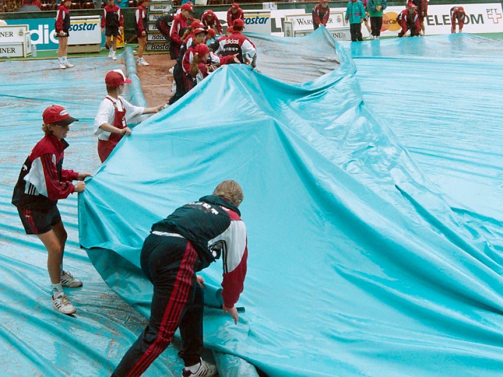 Der Gstaader Final von 1995 zwischen Jakob Hlasek und Jewgeni Kafelnikow wurde zweimal vom Regen unterbrochen - und dauerte deshalb mehr als viereinhalb Stunden.