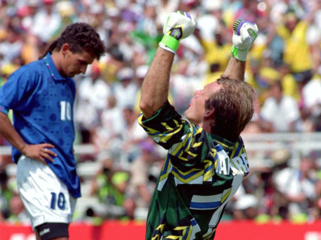 Kontrast der Gefühle: Vorne jubelt Brasiliens Goalie Taffarel über den WM-Titel 1994, hinten steht der konsternierte Roberto Baggio
