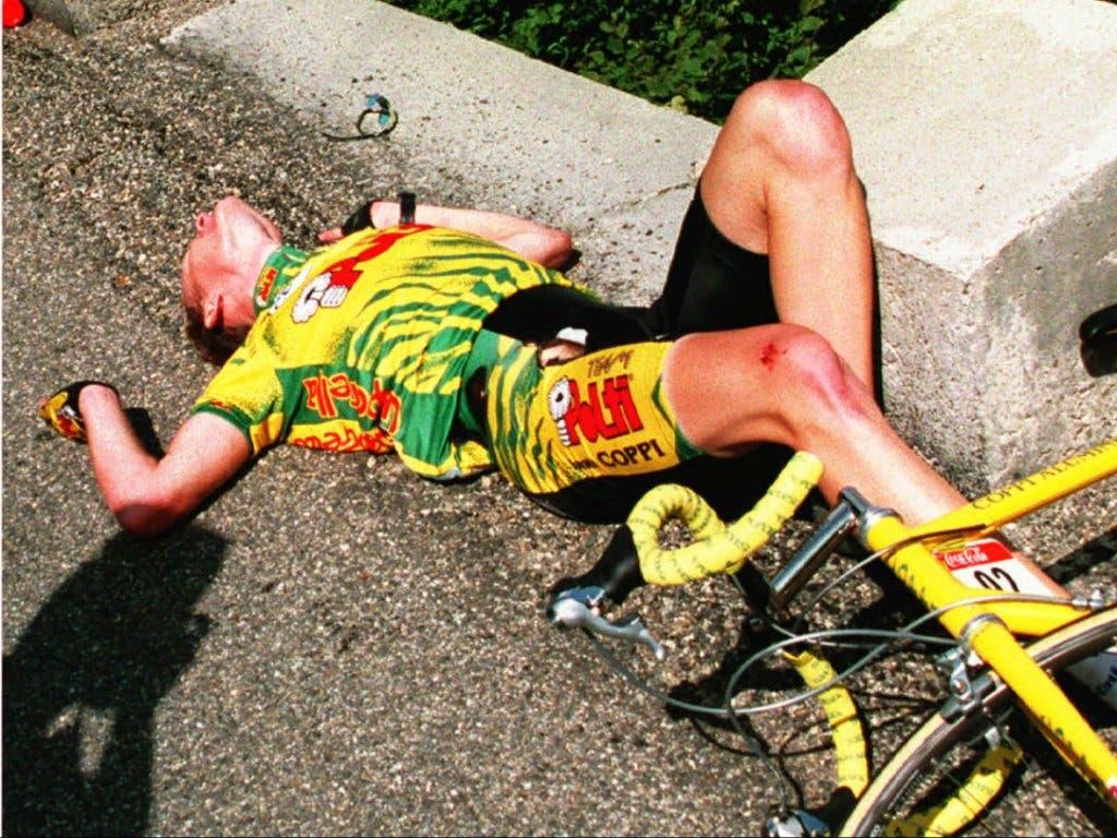 Auch der Deutsche Dirk Baldinger stürzte bei der Abfahrt vom Portet d'Aspet schwer
