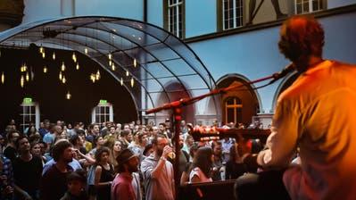 Im Innenhof des Historischen und VölkerkundemuseumsSt.Gallen waren nur 300 Personen pro Abend zugelassen. (Bild: Michel Canonica (2. Juli 2020))