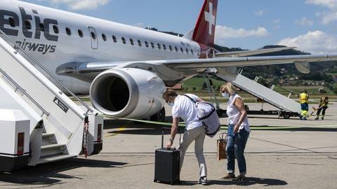 Der Präsident der Jungen Grünliberalen setzte sich für seine Ferien in Mallorca wohl auch in einen Flieger – dafür erntet er Häme. (Bild: Keystone) (Peter Schneider / KEYSTONE)