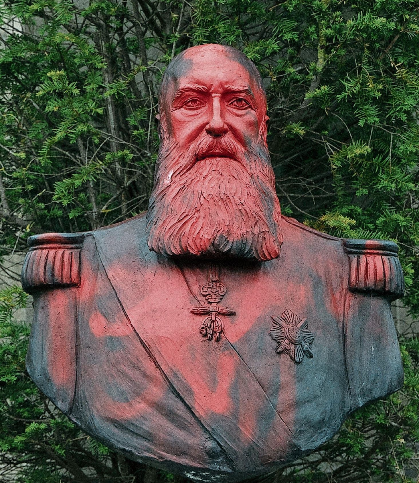 An ihm klebt das Blut des Kongos: Eine Statue von König Leopold II vor dem königlichen Museum für Zentral-Afrika in der belgischen Gemeinde Tervuren wurde mit roter Farbe verschmiert.