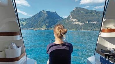 Auf die Sterne warten kann ganz schön sein: im Campingboot «Sealander» auf dem Thunersee. (Bild: Stefan Osterwalder)
