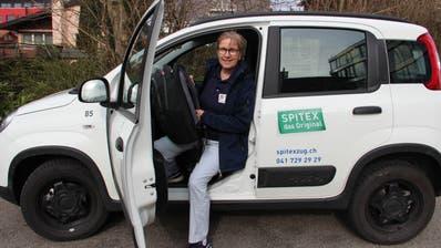 Der Ausweis ist ersichtlich: Das Erscheinungsbild einer Spitex-Mitarbeiterin. (Bild: Spitex/PD)