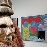 Das Magische dominiert die Rorschacher Ausstellung. Rechts das Werk «Rote Schlange und Totenkopf» (1997). (Bilder: Martin Preisser)