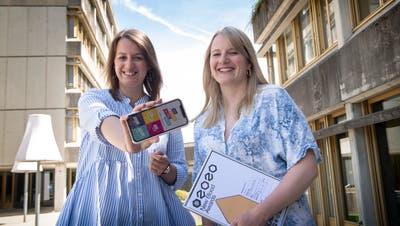 3000 Teams haben am D&AD New Blood Award teilgenommen, Estelle Müller (links) und Nina Boschetti sind für die «Beste Arbeit» ausgezeichnet ausworden. (Bild: Ralph Ribi)