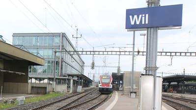 Längere Perrons und barrierefrei: Bis 2023 hat die SBB einige Änderungen für den Bahnhof Wil geplant. Mit betroffen von den baulichen Massnahmen ist die Post als Eigentümerin des stillgelegten Posttunnels. Dieser verläuft unter den Gleisen. (Bild: Hans Suter)