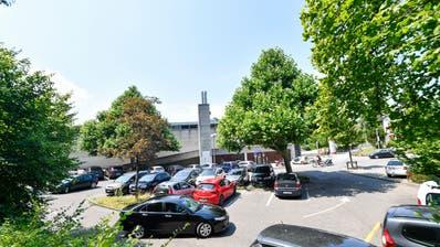 Die Parkplätze beim Hallen- und Freibad Frauenfeld. (Donato Caspari (22. Juli 2020))