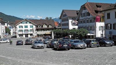 Tell stiehlt Winkelried auf dem Stanser Dorfplatz die Schau