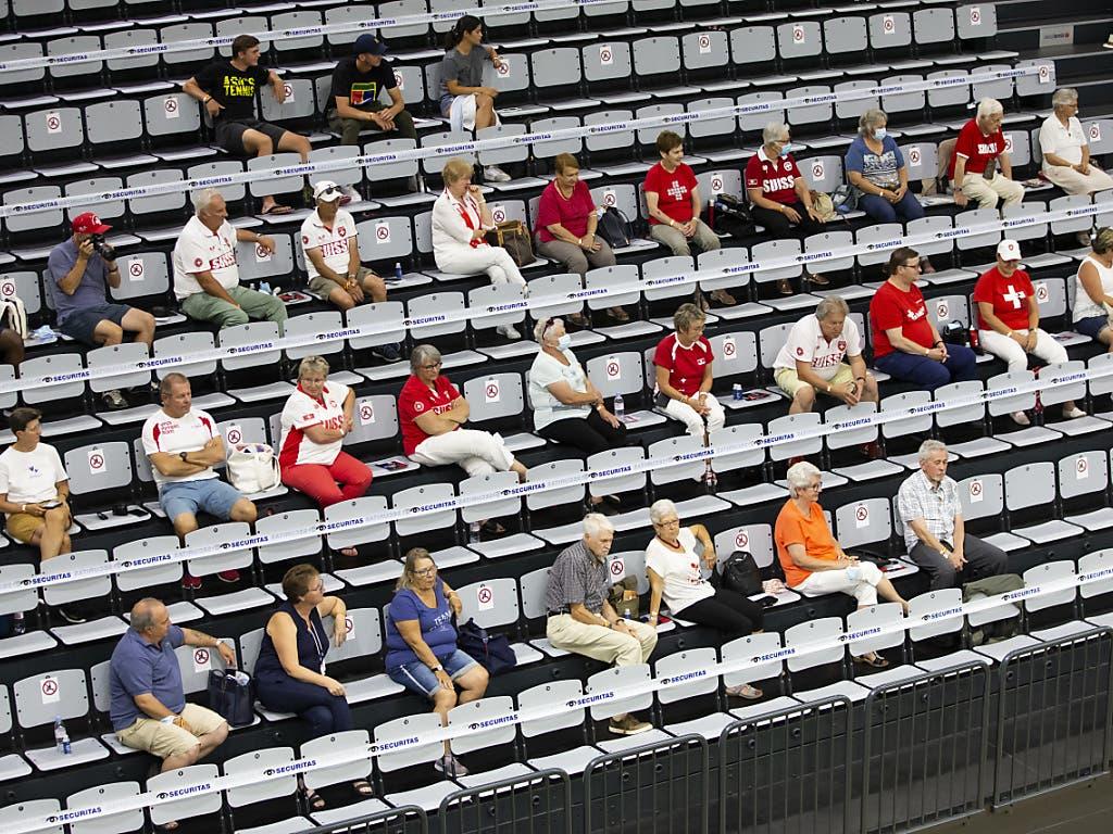 Zuschauen mit genügend Abstand: Tennis im Zeichen von Corona