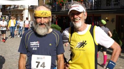 Sie gehören seit Jahrzehnten zum Engelberger Berglauf: Hans Aschwanden aus Seelisberg (links) und Georg Schneider aus Weggis. (Kurt Liembd (oz) / Obwaldner Zeitung)