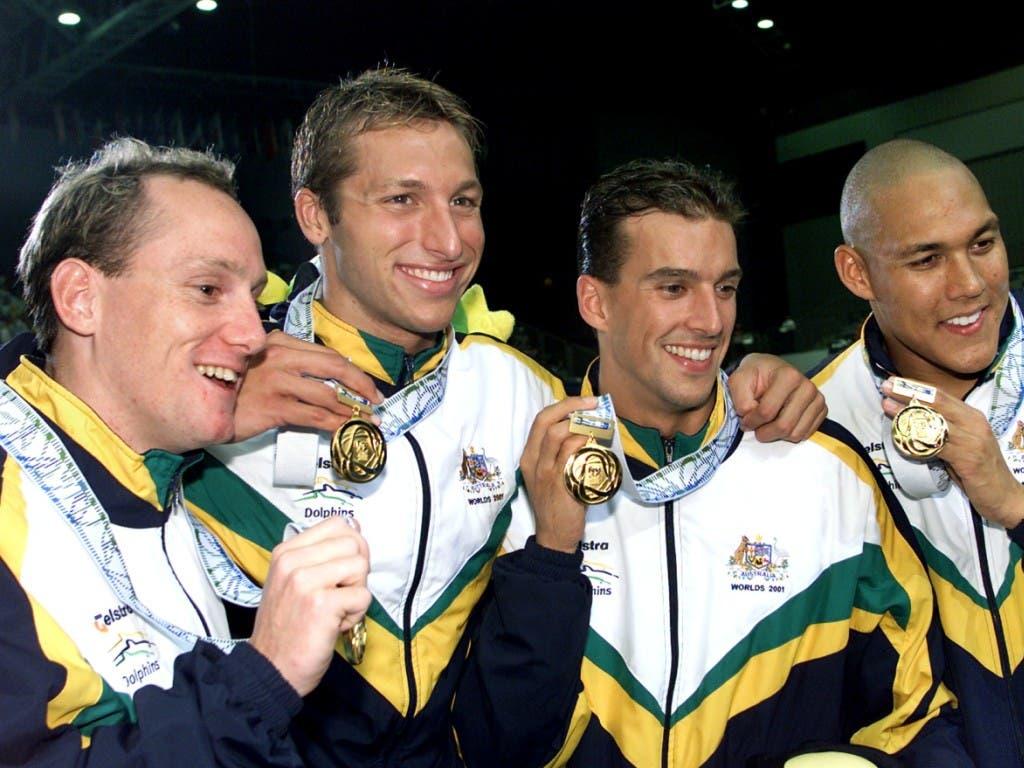Die australische Staffel mit Ian Thorpe (zweiter von links) feierte die (umstrittene) Staffel-Goldmedaille in Fukuoka