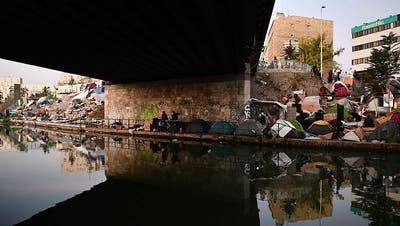 Polizei räumt erneut Migranten-Zeltlager bei Paris