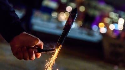 Ostschweizer Feuerwerkshändler profitiert von den privaten Feiern. (Bild: Imago Images)