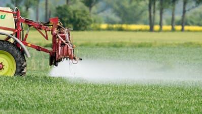 Der Einsatz von Pestiziden in der Landwirtschaft ist umstritten. (Keystone)