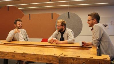 Die Verwaltungsmitglieder der Genossenschaft, von links: Remo Sprecher, Patrik Solis und Simon Seelhofer im Büro Mitenand in Bazenheid (Natascha Gmür)
