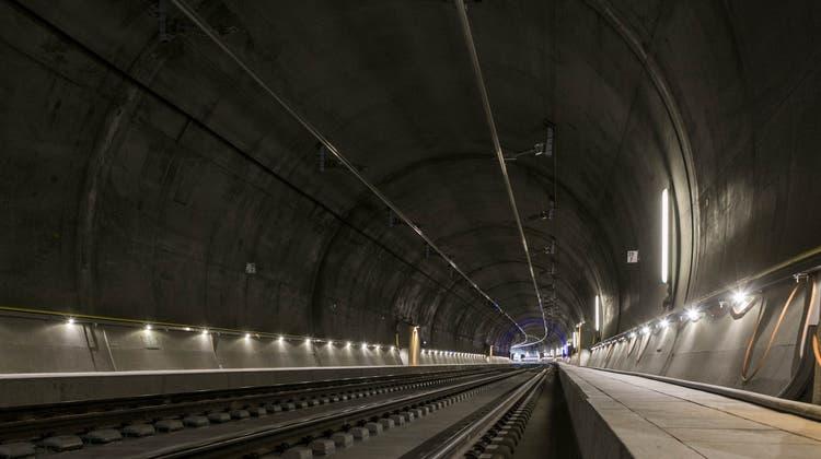 In einem Tunnel im Wallis kam es zu einer Kollision. Reisende wurden verletzt. (Symbolbild) (KEY)