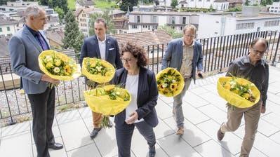 Der neue Krienser Stadtrat (von links) mit Roger Erni (FDP), Marco Frauenknecht (SVP), Christine Kaufmann (CVP), Maurus Frey (Grüne) und Cla Büchi (SP) auf dem Dach des Stadthauses. (Bild: Urs Flüeler/Keystone (28. Juni 2020))